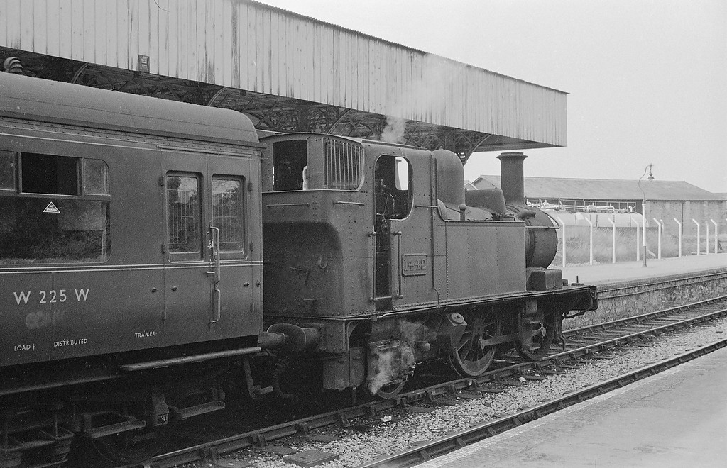 1442, Tiverton-Tiverton Junction, Tiverton Station, summer 1964. Train using up Exe Valley line platform following closure of that branch.