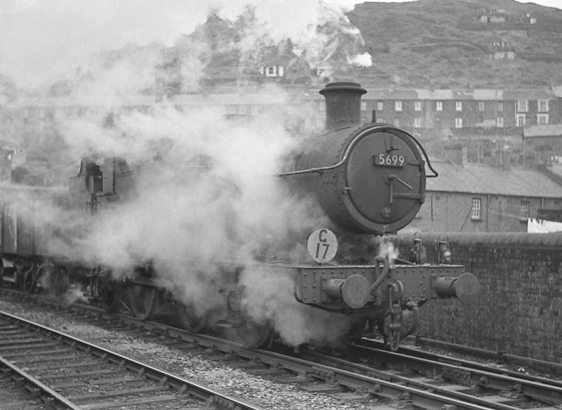 5699, down coal empties, Pontypridd, January 1, 1964.
