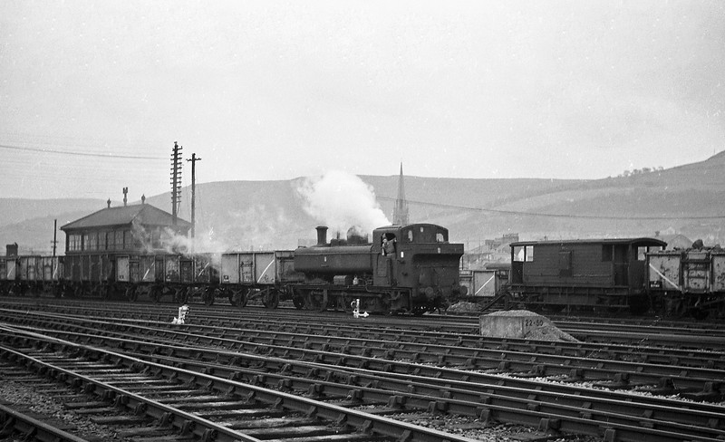 3699, down coal empties, Aberdare, January 1, 1964.