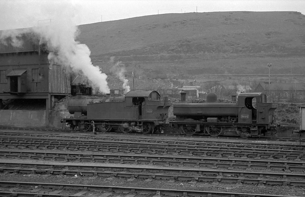 5629/3695, Abercynon, January 1, 1964.