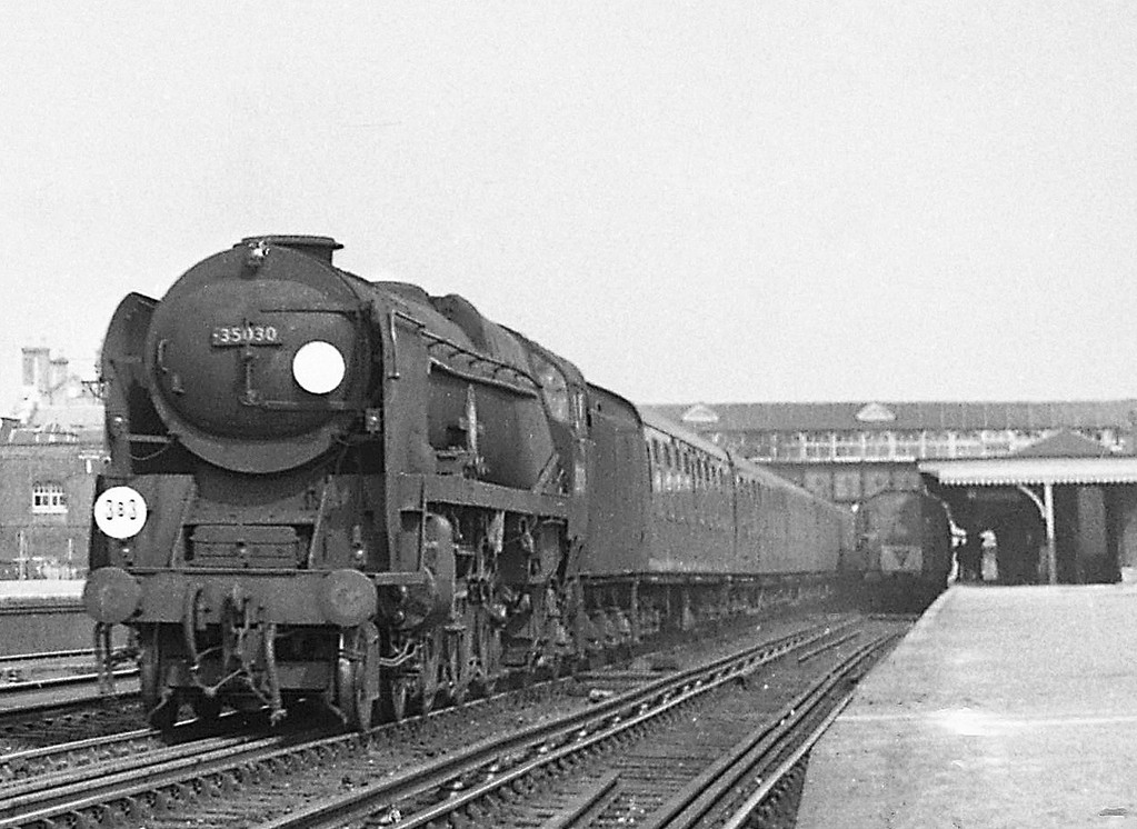 35030 Elder Demster Lines, down passenger, Eastleigh, August 18, 1966.