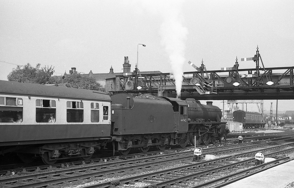 44942, up passenger, Eastleigh, August 18, 1966.