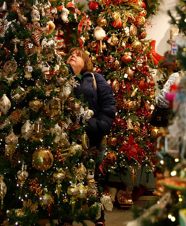 Christmas shoppers. 121416