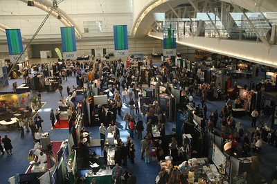 Crowded aisles in your exhibit hall is social media marketing