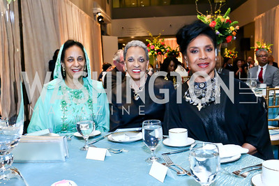 Oman Amb. Hunaina Al-Mughairy, Johnetta B. Cole, Phylicia Rashad. Photo by Tony Powell. From Oman to East Africa Dinner. Museum of African Art. April 16, 2014
