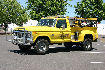 Brush 1 is a nice 1975 Ford F-250/FD, 150/250.  Note the Federal Q siren on the front bumper.