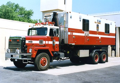 Former POD 1, a 1989 International Paystar 5000/Excellence.  Photographed carrying the Field Command pod at FS 30 in Merrifield.
