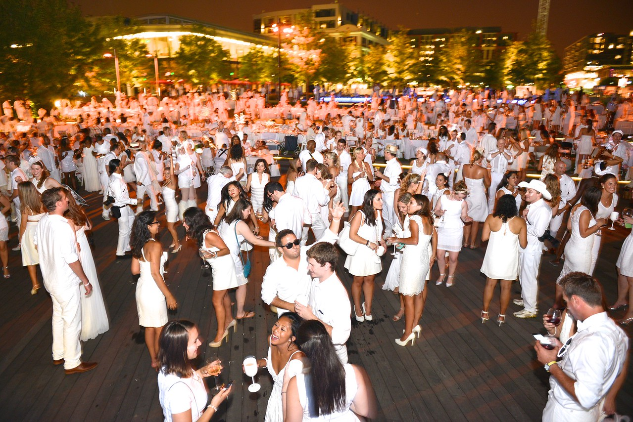 The global phenomenon secret dinner party, Diner en Blanc, attracted over 1,300 guests all wearing white.  The Yards Park, Thursday, September 4, 2014.  Photo by Ben Droz