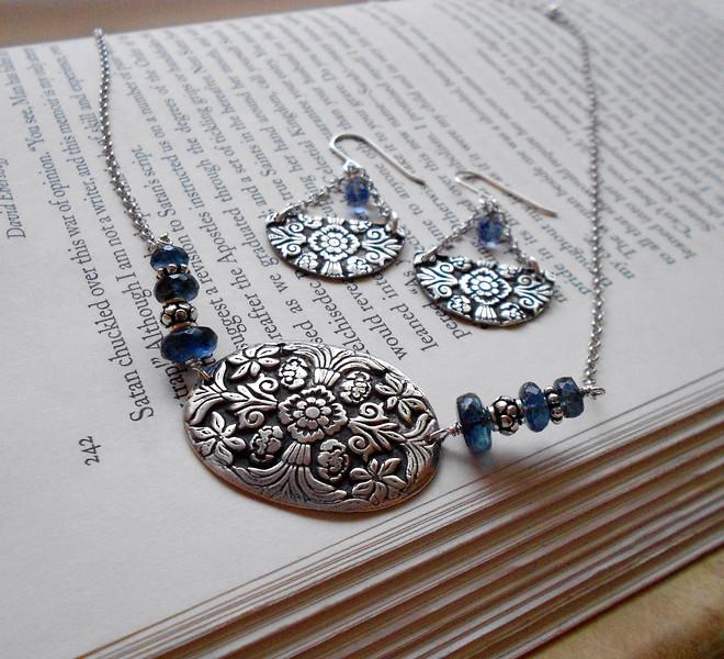 "~ Made by Alasha Lantinga <a href=""http://www.facebook.com/saffirejewelry"">http://www.facebook.com/saffirejewelry</a> <a href=""http://www.alashalantinga.com"">http://www.alashalantinga.com</a>"