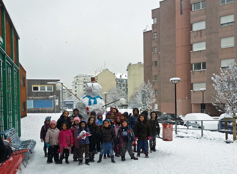 Noa and Tao are in this photo, taken with the snowman they made at day camp. This neighborhood center is one block away from my apartment. We don't often have this much snow in town, so it is quite special.