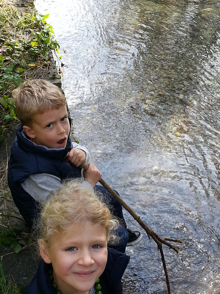 Eliott and Charlotte still like to pretend to be fishing and put sticks in the water. Or perhaps they still believe they will catch a fish that way.