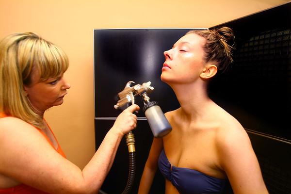 5-31-13<br /> Patty Thatcher spray tanning clients.<br /> KT photo | Tim Bath