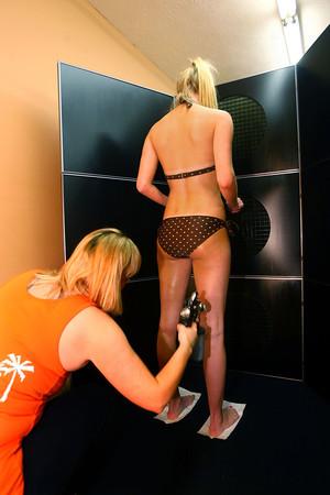 5-31-13<br /> Patty Thatcher spray tanning clients.<br /> KT photo   Tim Bath