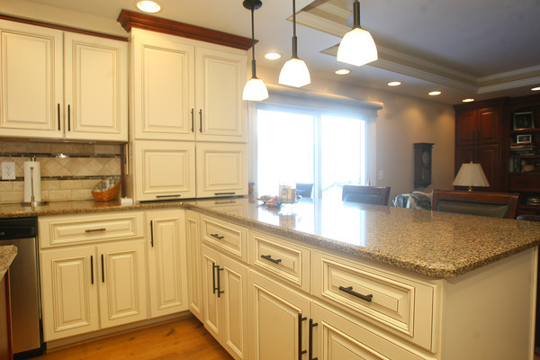 2-6-13 <br /> Kitchen of Stanley and Sandra Markus recently renovated.<br /> KT photo   Tim Bath