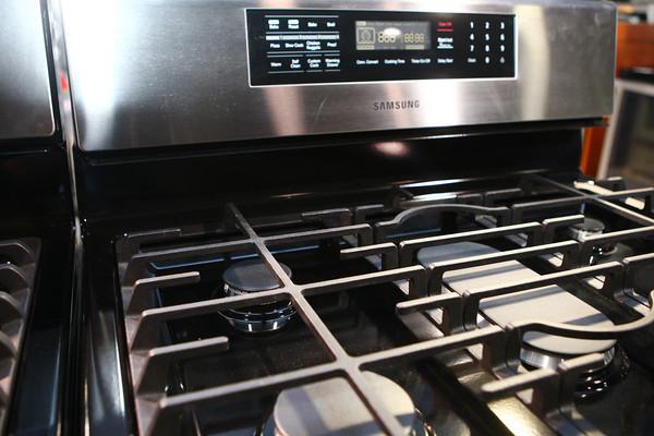 2-7-13<br /> Heartland Kitchen appliances<br /> Samsung gas range<br /> KT photo | Kelly Lafferty