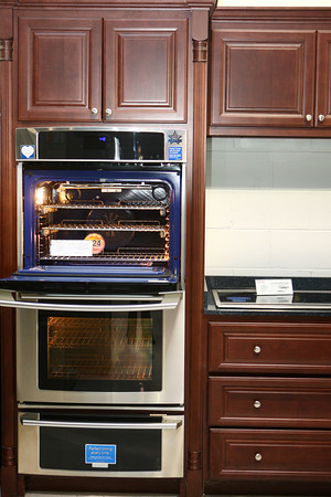 2-7-13<br /> Heartland Kitchen appliances<br /> Kitchen set at HH Gregg<br /> KT photo | Kelly Lafferty