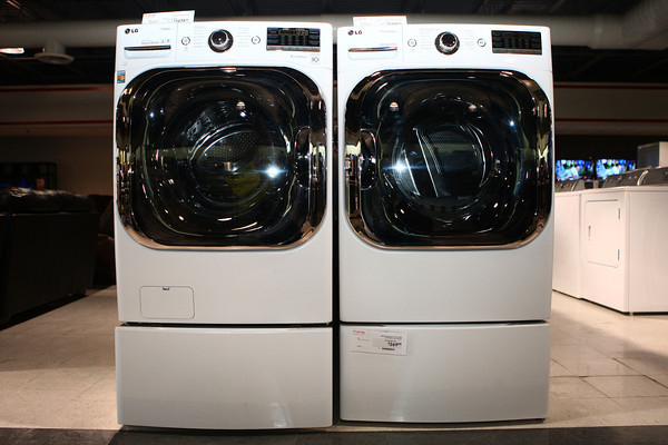 2-7-13<br /> Heartland Kitchen appliances<br /> LG steam washer and true steam electric dryer<br /> KT photo | Kelly Lafferty