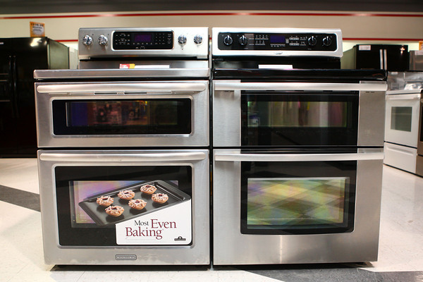 2-7-13<br /> Heartland Kitchen appliances<br /> Double ovens Kitchen Aid (left) and Whirlpool (right)<br /> KT photo | Kelly Lafferty