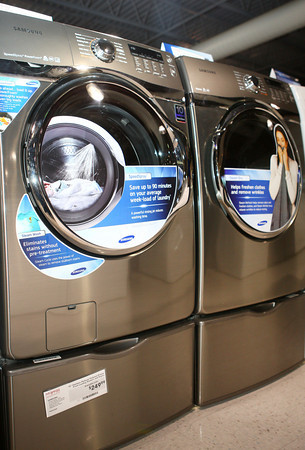 2-7-13<br /> Heartland Kitchen appliances<br /> Samsung gray washer and dryer<br /> KT photo | Kelly Lafferty