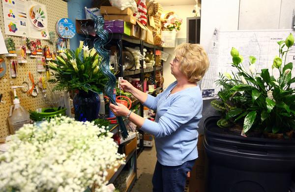 1-9-14<br /> Heartland-White Lilies N Paradise flowers<br /> Donna Purtee of White Lilies N Paradise puts together flower arrangements.<br /> KT photo | Kelly Lafferty