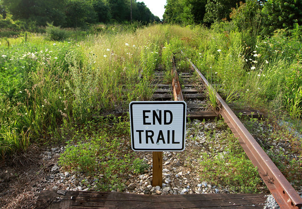 7-23-13<br /> Nickel Plate trail<br /> The end of the Nickel Plate trail turns into railroad tracks in Rochester, Ind.<br /> KT photo | Kelly Lafferty