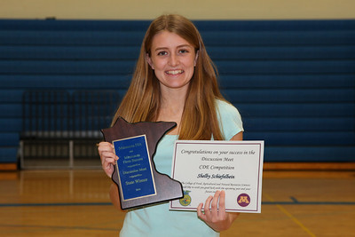 Shelby Schiefelbein State Runner-Up for FFA Discussion.