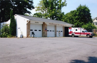 Purcellville Rescue's former station.  Photographed in 2006.