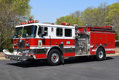 Dale City took delivery of four new Seagrave pumpers and a Seagrave Aerialscope tower in 2017.  While the engines were being placed in service, Seagrave provided a loaner pumper to be used.  Photographed while running as E518B, this 1999 Seagrave TB50DA is equipped with a 1500/750, sn- 78933.    Former Engine 609B at the Arcola VFD in Loudoun County, Virginia.