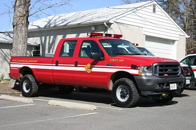 Utility 609B, a 2001 Ford F-350.