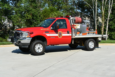 Brush 609 from Arcola is this 2004 Ford F350 4x4/2014 First Vehicle/Firelite Transport equipped with a 125/250.