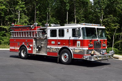 Officer side of E518B, a 1999 Seagrave TB50DA is equipped with a 1500/750, sn- 78933.  A Seagrave loaner engine.  Former Engine 609B at the Arcola VFD in Loudoun County, Virginia.