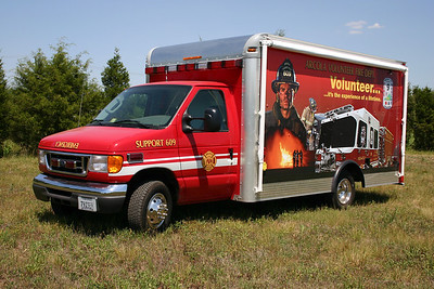 Not only is Support 609 a functional fire support unit, it acts as a rolling advertisement for becoming a volunteer in Arcola.  Support 609 is a 2005 Ford E350/Rockport Body/FastLane.  The drivers side focuses on the fire side of being a volunteer.