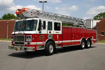 Leesburg has had an interesting number of ladder trucks during its history.  At one point, they required a loaner ladder truck.  Seagrave loaned this 2004 Seagrave Concorde 100' in May of 2007 (their 1992  E-One ladder truck was having mechanical issues and the 2007 Seagrave was not yet delivered).  It is somewhat unusual to have a loaner fire truck lettered to the department in which it is on loan.  This Seagrave rearmount was originally Baltimore City, Truck 15.  This was an interesting connection since Leesburg sold two tiller trucks to the Baltimore City FD in 1992.
