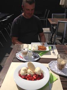 Op 9-08-2013 hebben Danny en ik na een training MTB ritje in Huybergen NL een bevoorradingsstop gedaan bij Traiteur Taverne Annelies van Laerhoven, Moerkantsebaan 295, B-2910 Essen.