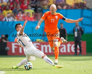 Arjen Robben, Gary Medel