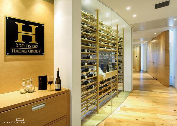 יום א' 30.06.2013 צילום אדריכלות ומוצר: ספריית יין של חברת כפיים במשרדי קבוצת חג'ג