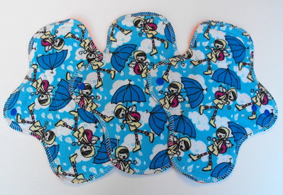 """ONE Regular Flow Wrap Wing Pad - flannel print - """"singing in the rain"""""""