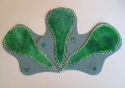"THREE Thong Liner - ""emerald"""