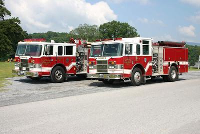 Group photo of Luray's Pierce engines.