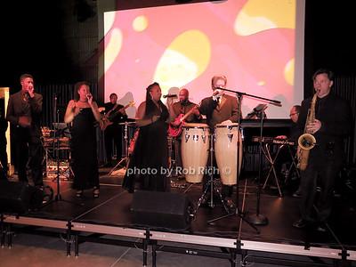 Noiz performs photo by Rob Rich/SocietyAllure.com © 2014 robwayne1@aol.com 516-676-3939