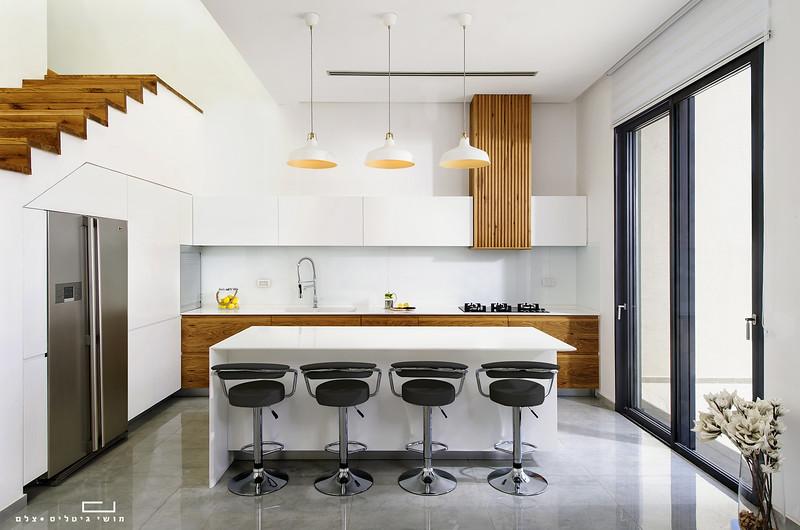 מטבח של חברת פופלר מטבחים ונגרות. אדריכלות: אלמוג דנינו