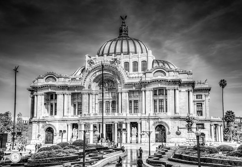 Palacio de Bellas Artes in Monochrome