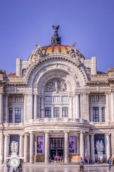 Entry to the Palacio de Bellas Artes