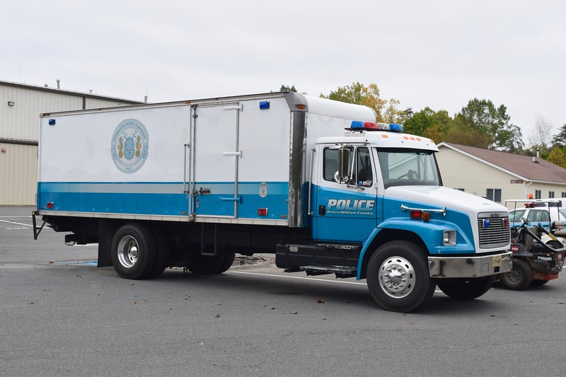 Prince William Police Dive/Recovery unit.  A 1993 Freightliner FL70/Supreme, this truck is former Collapse 502 from O.W.L.    To the Police Department in 2007.