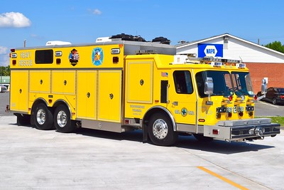 Rescue 502 is this nice 2005 Emergency One Hurricane/Saulsbury, sn- 129806.