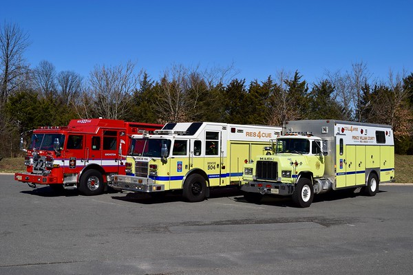 A unique opportunity to photograph 3 generations of Rescue 4 in Gainesville.  L-R: 2017 Pierce Arrow XT, 2006 Pierce Dash, 1989 Mack R.