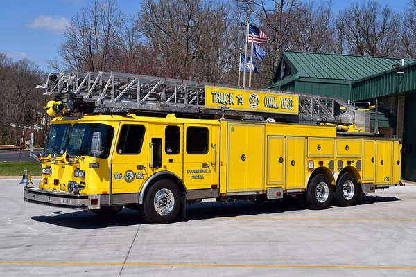 Truck 514 is a 2000 E-One Hurricane, 110', sn- 120934.    Photographed while running as Truck 512.