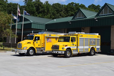 A group photo of the two Mobile Air Unit 512's: a 2019 KenWorth/Hackney and a 1999 Freightliner/E-One.