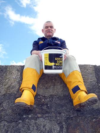 P1070663 - Kieran with his bucket 'n wellies!