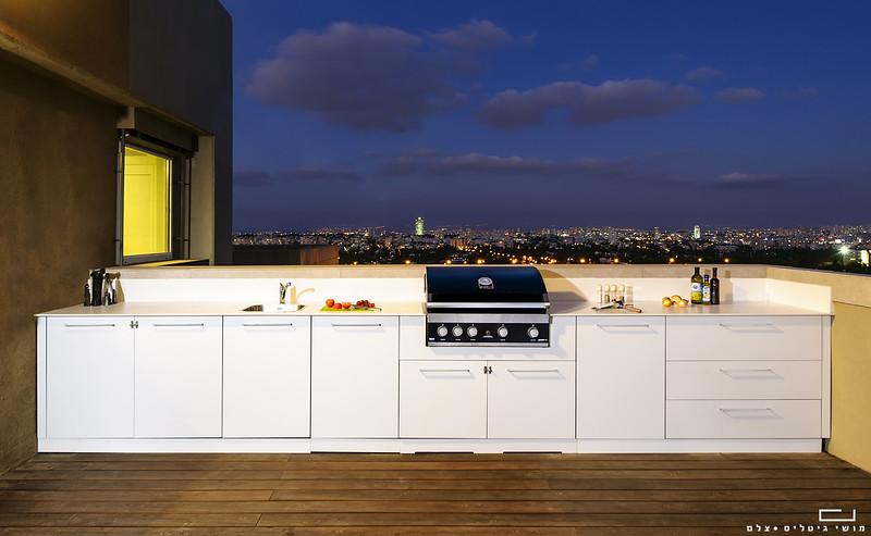 """צילום אדריכלות: צילום מטבח חוץ של חברת רם אינגבר-מטבחי חוץ בת""""א"""